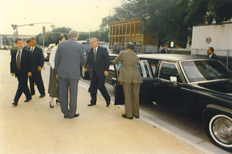 Mayor Bob Lanier greets the President of Kazakhstan curbside at City Hall